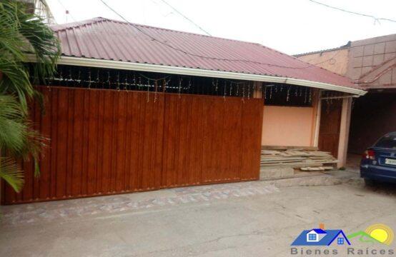 Casa ubicada frente a las Instalaciones de la Policía en Juticalpa